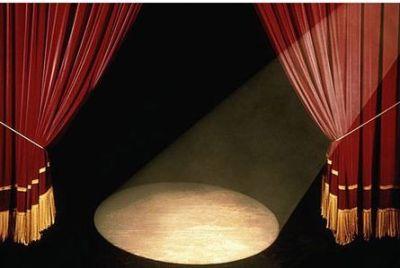 Θεατρικές παραστάσεις στο Βελεστίνο