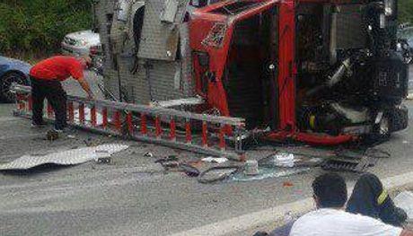 Καβάλα: Τρεις τραυματίες από ανατροπή πυροσβεστικού οχήματος