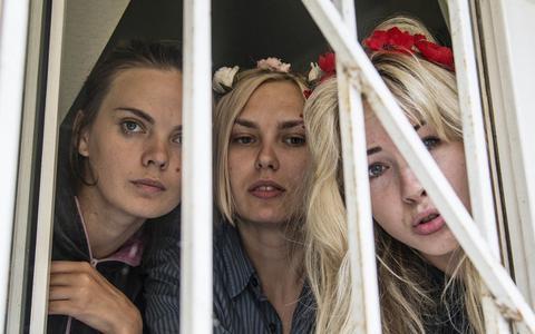 Πρόστιμο για τρεις γυμνόστηθες ακτιβίστριες της Femen