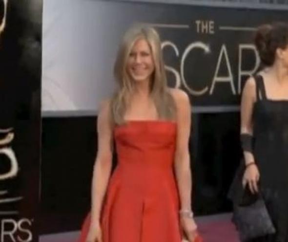 Η Aniston συνιστά στους 30ρηδες... ψυχοθεραπεία