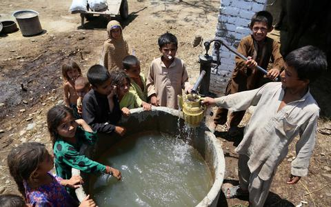 Σαπούνι και καθαρό νερό κάνουν τα παιδιά ψηλότερα