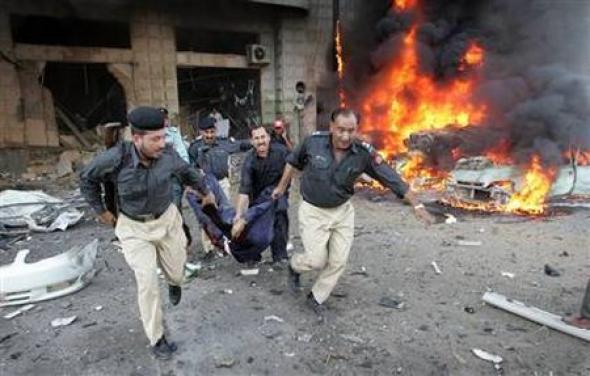 Πακιστάν: Έκρηξη βόμβας σε τρένο