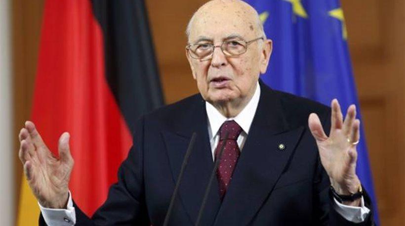 Ιταλία: Εκκλήσεις για να σταματήσουν οι πιέσεις στον Ναπολιτάνο