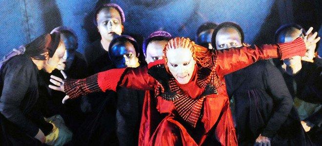 Εξαλλος ο Κιμούλης διέκοψε την παράσταση του επειδή τον ενόχλησε η συναυλία του Παπακωνσταντίνου