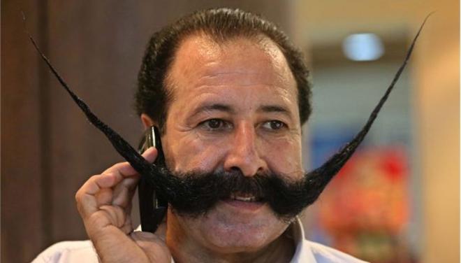 Στο στόχαστρο του Ισλάμ για το μουστάκι του!
