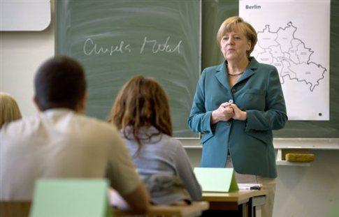 Η... καθηγήτρια Μέρκελ δίδαξε σε λύκειο για το Τείχος του Βερολίνου