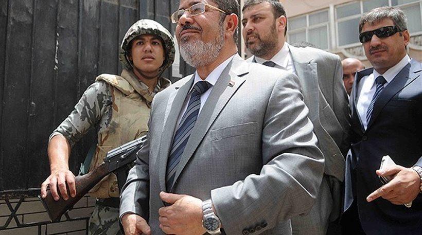 Αίγυπτος: Παρατείνεται για άλλες 15 ημέρες η κράτηση Μόρσι