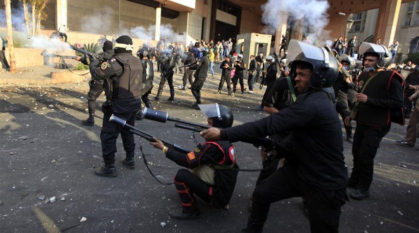 Αίγυπτος: Δακρυγόνα και ραβδισμοί σε συγκέντρωση 30 υποστηρικτών του Μόρσι