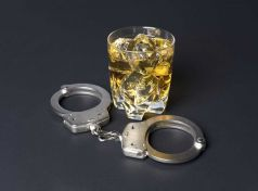 Σύλληψη 39χρονου μεθυσμένου στην Σκιάθο που επιτέθηκε σε Αστυνομικούς