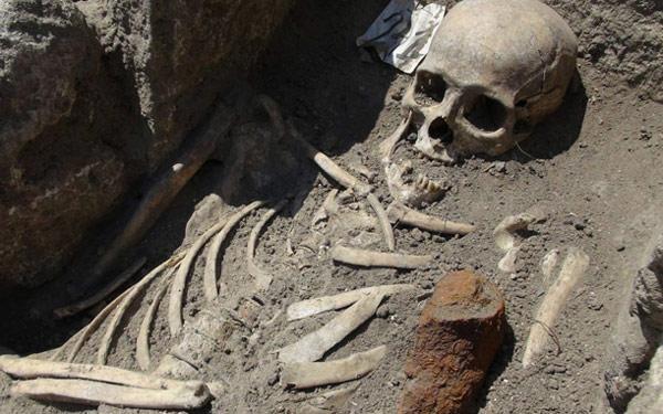 Ανακάλυψαν σκελετό με μαχαίρι στην καρδιά σε εκκλησία