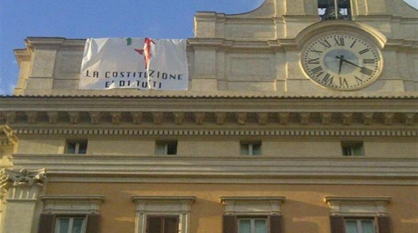 Ιταλία: «Ο... βουλευτής στη στέγη» το νέο σόου του Μπέπε Γκρίλο