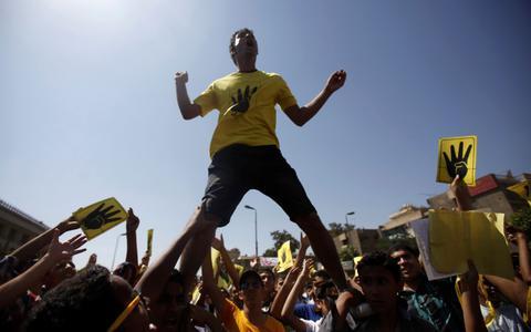 Αίγυπτος: Στους δρόμους ξανά οι οπαδοί του έκπτωτου Μόρσι