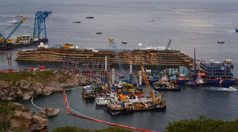 Ορθιο το Costa Concordia