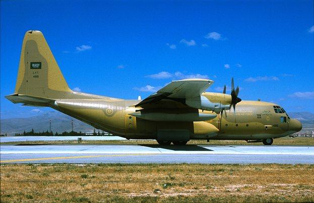 Ηράκλειο: C-130 πραγματοποίησε αναγκαστική προσγείωση