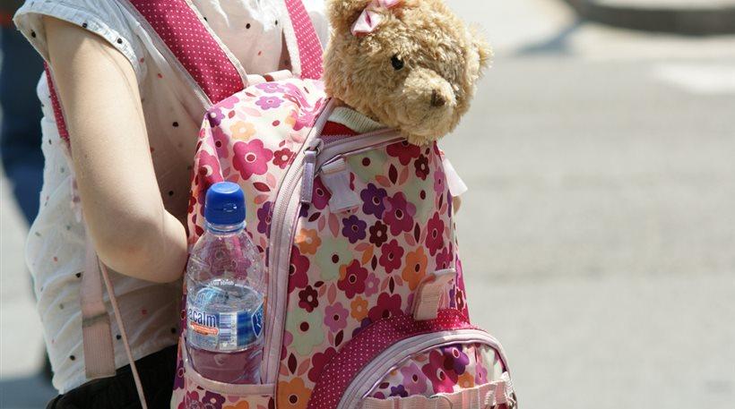Βλάβες στη σπονδυλική στήλη προκαλεί η βαριά σχολική τσάντα