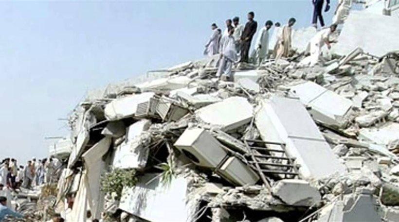 Θρήνος στο Πακιστάν: 245 νεκροί και πάνω από 300 τραυματίες από τον σεισμό