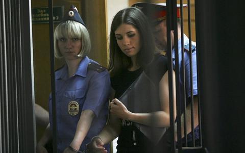 Σε ιατρείο διακομίστηκε η Τολοκονίκοβα των Pussy Riot