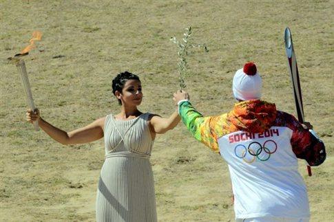Αναψε η Ολυμπιακή Φλόγα για το Σότσι 2014