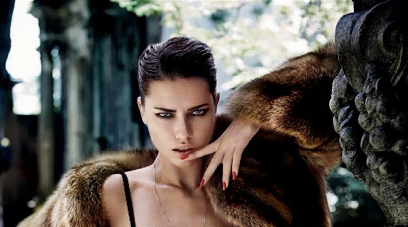 Adriana Lima: Σέξι πόζες με ζαρτιέρες