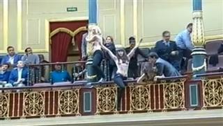 Γυμνή διαμαρτυρία στην ισπανική βουλή