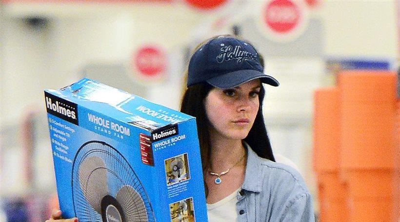 Lana Del Rey: Ψωνίζοντας σε πολυκατάστημα