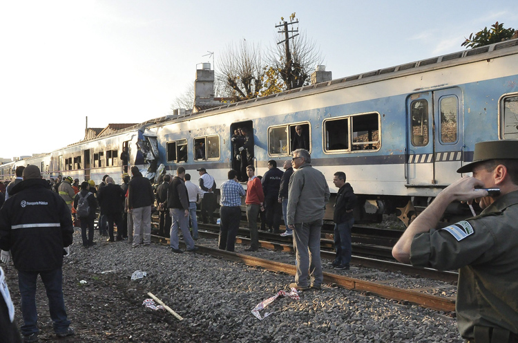 Σιδηροδρομικό ατύχημα στο Μπουένος Άιρες με δεκάδες τραυματίες