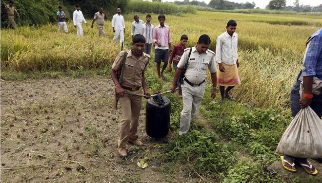 42 νεκροί στην Ινδία από την κατάποση παράνομου αλκοόλ