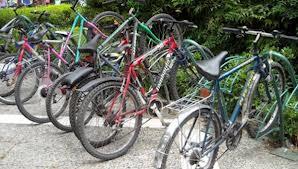 Με τα ποδήλατα αγκαλιά