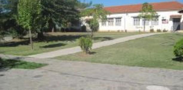 Μαθητές νηπιαγωγείου κάνουν διάλλειμα σε …νεκροταφείο!