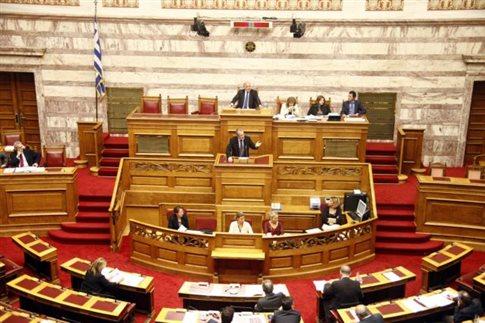 Ψηφίζεται η τροπολογία για την αναστολή χρηματοδότησης κομμάτων