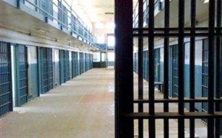 Ρόπαλα και μαχαίρια στις φυλακές Κορυδαλλού