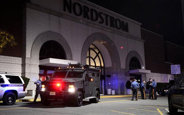 ΗΠΑ: Νεκρός ο ένοπλος που άνοιξε πυρ στο εμπορικό κέντρο του Νιού Τζέρσεϊ