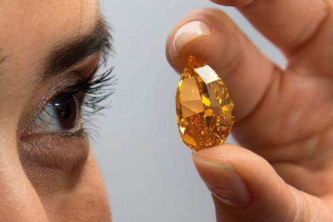Προς 35,5 εκατ. € δημοπρατήθηκε το σπάνιο πορτοκαλί διαμάντι