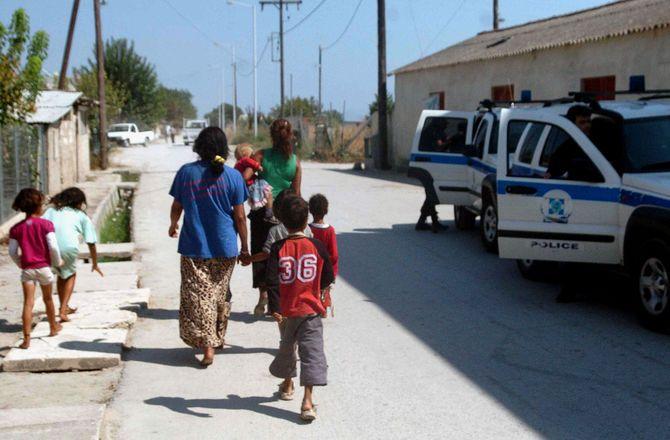 Τύρναβος: Πέντε συλλήψεις σε καταυλισμό Ρομά