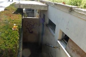 Τρίκαλα: Κράτησαν... όμηρο στη δημοτική τουαλέτα για ένα ευρώ