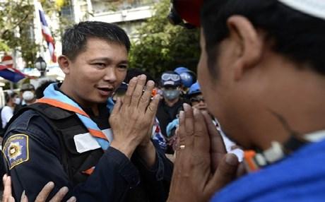 Ανακωχή στη Μπανγκόκ για τα γενέθλια του βασιλιά