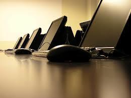 Έκλεψαν υπολογιστές από σχολείο στα Φάρσαλα