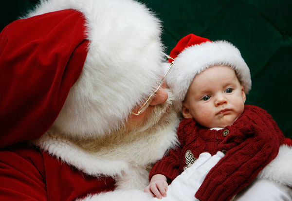 Ο Άγιος Βασίλης ξεναγεί τα παιδιά στο Μουσείο Φυσικής Ιστορίας