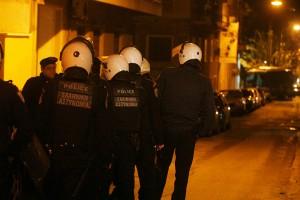 Μολότοφ στο αστυνομικό τμήμα Εξαρχείων