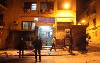 Τρεις συλλήψεις για τις μολότοφ στο Α.Τ. Εξαρχείων