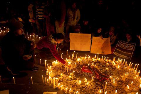 Ινδία: Ενας χρόνος από τον ομαδικό βιασμό της 23χρονης φοιτήτριας