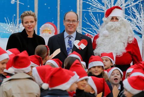 Η Σαρλέν του Μονακό δεν χαμογελάει, ούτε τα...Χριστούγεννα