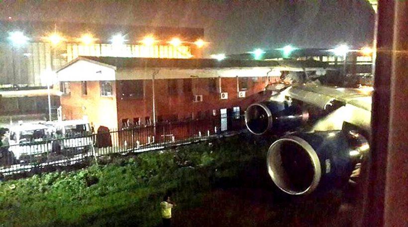 Νότια Αφρική: Αεροσκάφος με 182 επιβάτες συγκρούστηκε με... κτίριο πριν την απογείωση