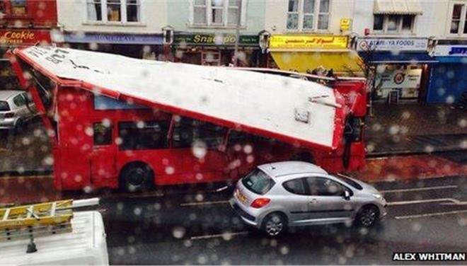 Ενα ακόμη «τρελό» λεωφορείο σκόρπισε τον πανικό στο Λονδίνο