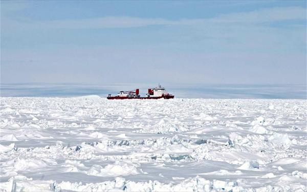 Ανταρκτική: Ακινητοποιήθηκε κινεζικό παγοθραυστικό που συμμετείχε στον απεγκλωβισμό του ρωσικού πλοίου