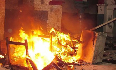 Λίβανος: Εκαψαν βιβλιοθήκη ελληνορθόδοξου ιερέα με σπάνια βιβλία