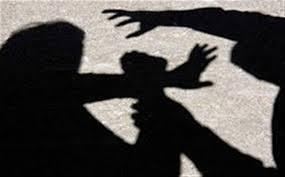 Συνελήφθη ένας από τους δράστες άγριου ξυλοδαρμού 25χρονης