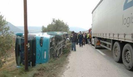Σφοδρή σύγκρουση ΚΤΕΛ με φορτηγό στα διόδια Μαλγάρων- 15 τραυματίες