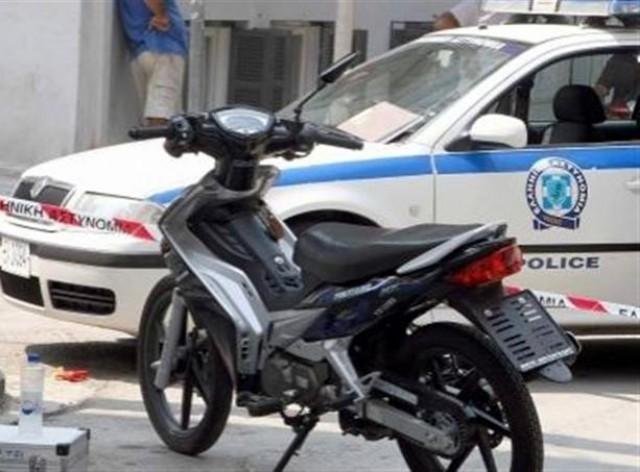 Σύγκρουση αυτοκινήτου με μοτοποδήλατο στα Τρίκαλα