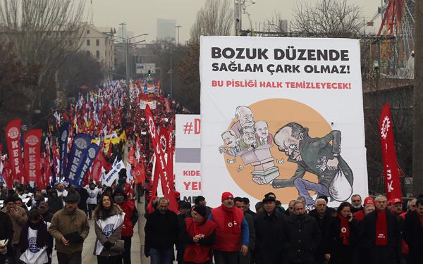 Τουρκία: Δεκάδες χιλιάδες διαδήλωσαν κατά της κυβέρνησης Ερντογάν